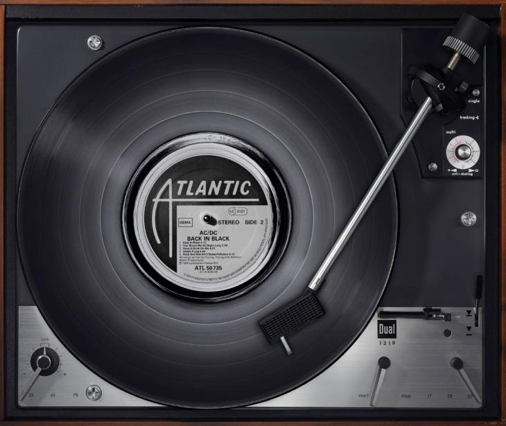 AC-DC-BackinBlack_2