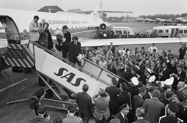june_5_1964_The_Beatles_arrive_at_Schiphol_Airport_1964-06-05_-_916-5123_zpsd70cb980